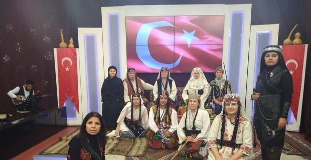 Eskişehir Anadolu Bacıları Derneği Tiyatro Topluluğu, 'Zafere Götüren Analar' adlı tiyatro oyunu sahneledi