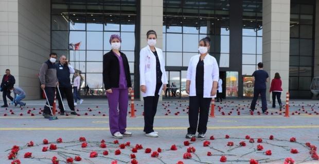Sağlık çalışanlarına karanfilli destek