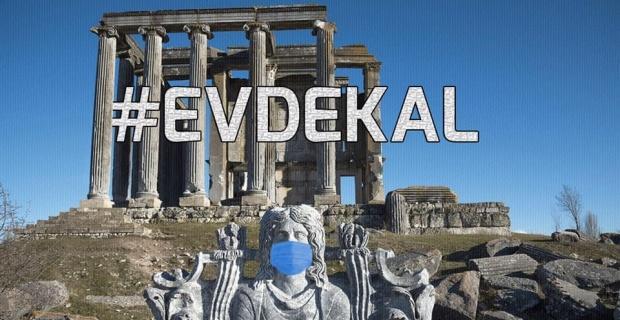 Zeus heykeline maske takıp 'evde kal' çağrısı yapıldı