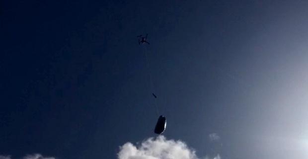 Jandarma yaşlı kadına ilaçlarını drone'la ulaştırdı