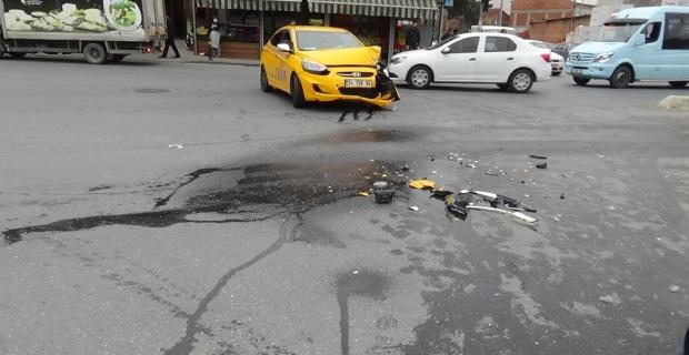Kırmızı ışıkta geçen taksi faciaya neden olacaktı