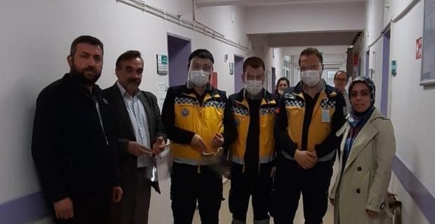 Okulda üretilen yüz koruyucu siperlik maskeler hastane yönetimine teslim edildi