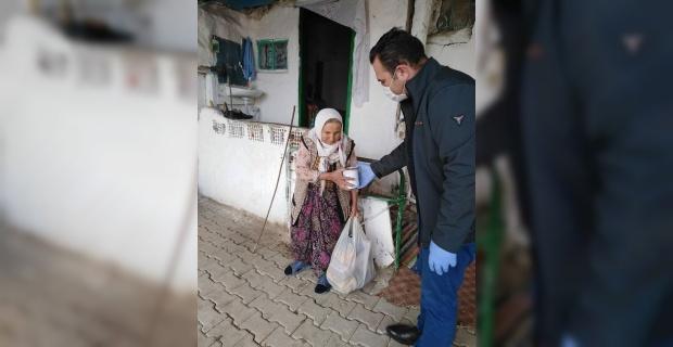Seyitgazi'de yaşlılara Kaymakamlık ve Kızılay desteği!