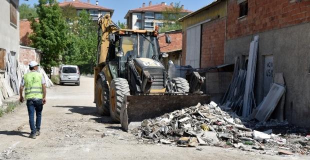 Baksan'da atıklar temizleniyor