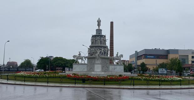 Eskişehir güne yağmurla başladı