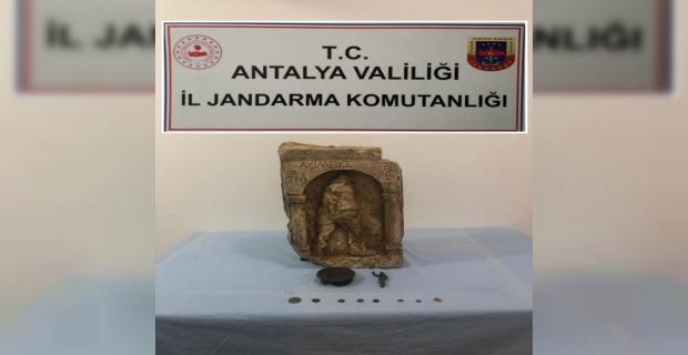 Hazine avcıları 1400 yıllık tarihi eserlerle yakalandı