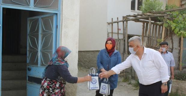 Hisarcık Belediyesi halka ücretsiz 'el dezenfektanı ve maske' dağıtıyor
