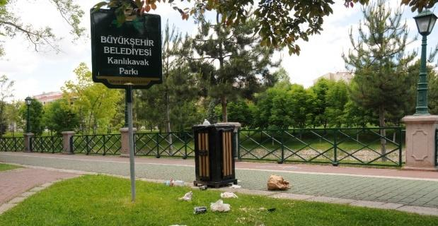 Kısıtlamada çöpler yerlere saçıldı