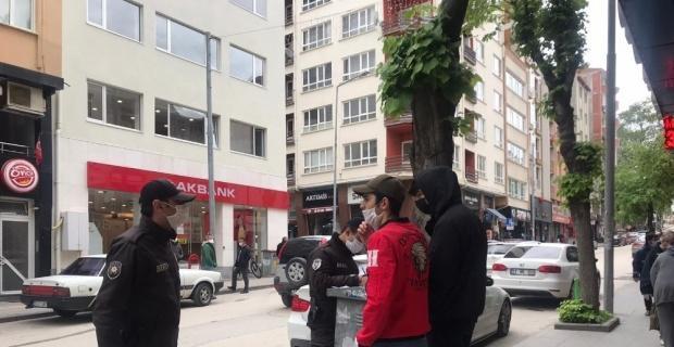 Sokağa çıkan 20 yaş altı gençlere para cezası