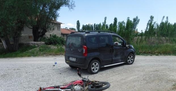 Şuhut'ta motosiklet ile otomobil çarpıştı: 1 yaralı