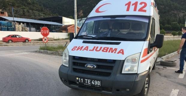 Bilecik'te otomobille ambulans çarpıştı, 1 yaralı