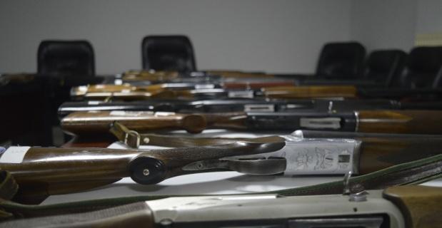 Ele geçirilen silahlar satışa sunuluyor