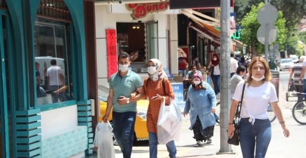 Korona virüsün 'pik' yaptığı Afyonkarahisar'da sokaklardaki kalabalık azaldı