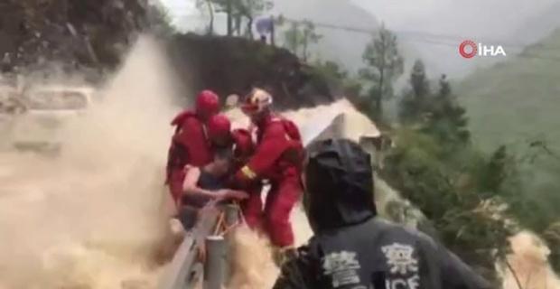 Çin'de selin ortasından film gibi kurtarma operasyonu