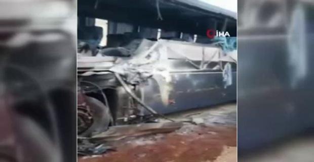 Feci kaza ! ... Yolcu otobüsü ile kamyon çarpıştı: 3 ölü, 6 yaralı