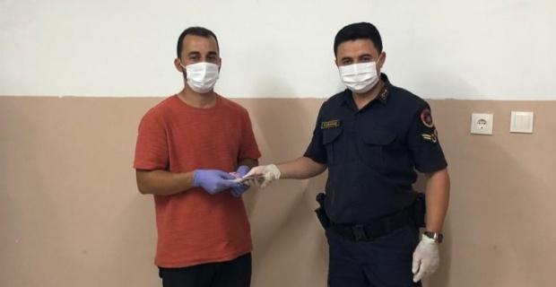 İç çamaşırına sakladığı kurbanlık paralarla kaçan şahıs yakalandı