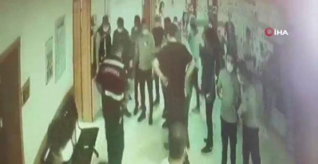 Hastanede dehşet anları, tartıştığı doktor kapıyı kapattı parmağı koptu