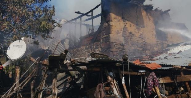 Simav'daki yangında bir ev kül oldu