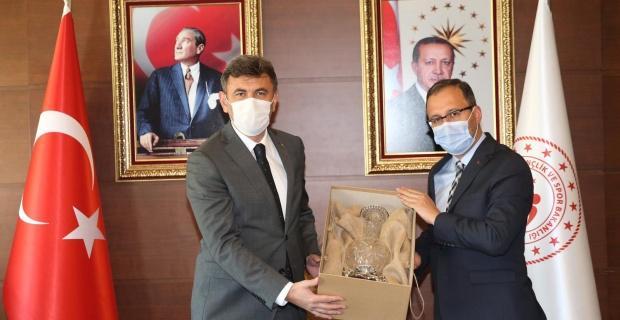Çalışkan Bakan Kasapoğlu ile spor yatırımlarını görüştü