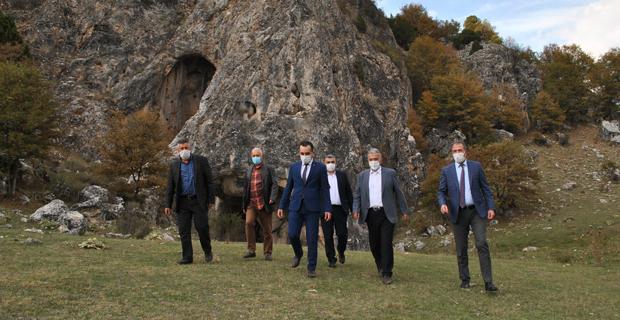 Düden Mağarasına hayran kaldı