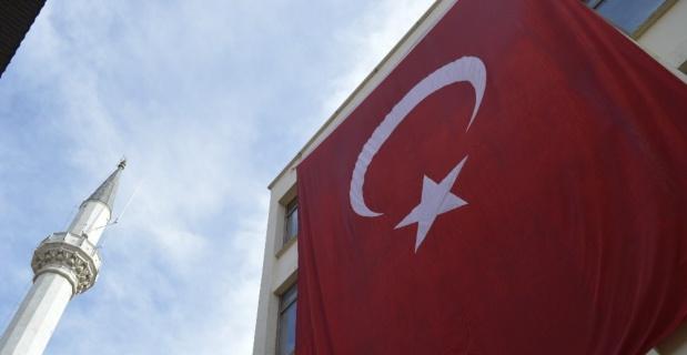 Şehrin dört bir yanı bayraklarla donatıldı