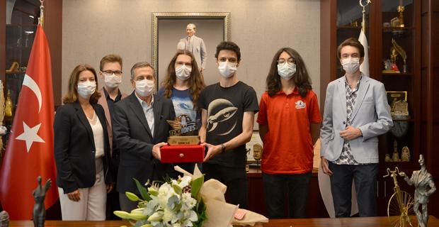Teknofest Şampiyonlarından Başkan Ataç'a Ziyaret