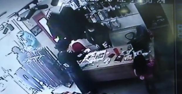 Yanında çocukla dükkana giren kadın, esnafın 100 TL'sini böyle çaldı