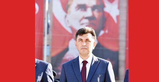 Atatürk kendini milletine adamış bir komutandı