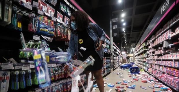 Brezilya'da siyahi adamın döve döve öldürülmesi protestoların fitilini ateşledi