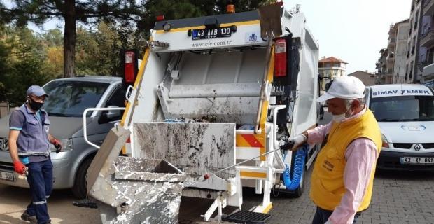 Çöp konteynerlerine günlük dezenfekte