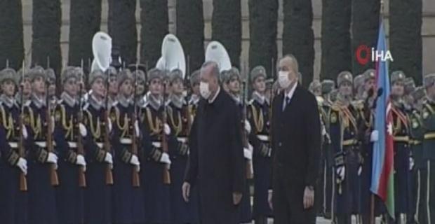 Erdoğan'a  Aliyev tarafından resmi törenle karşılama