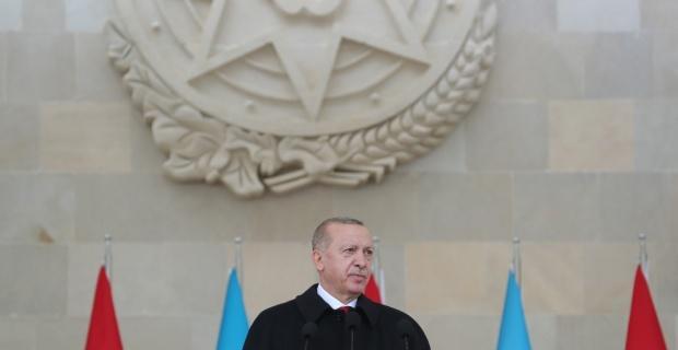 Erdoğan, Bakü'de Zafer Geçidi Töreni'nde