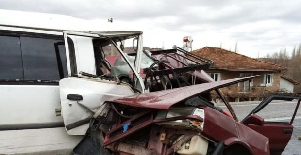 Kütahya'da trafik kazası: 2 ölü, 1 yaralı