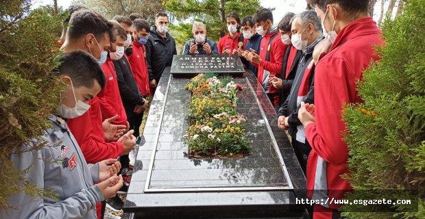 Ahmet Sezer unutulmadı