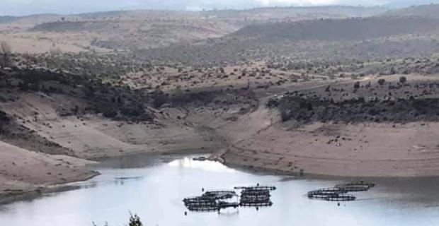 Çavdarhisar baraj göletinde su seviyesi azaldı