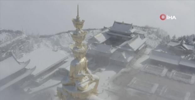 Çin'deki Emei Dağı'nda tablo gibi kar manzarası