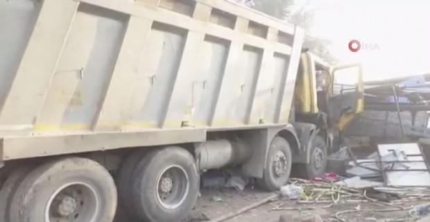 Hindistan'da kamyon kaldırımda uyuyan işçileri ezdi: 13 ölü