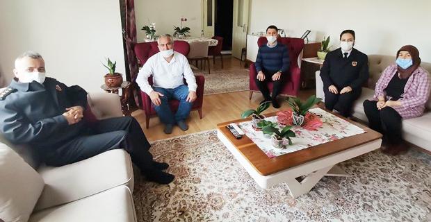Komutan Atasoy şehit ailesini ziyaret etti