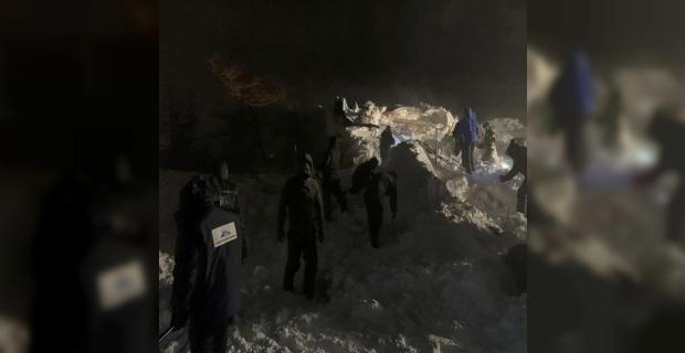 Rusya'da evlerin üstüne çığ düştü