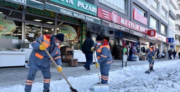 Tepebaşı'nda yol ve kaldırımlar temizleniyor