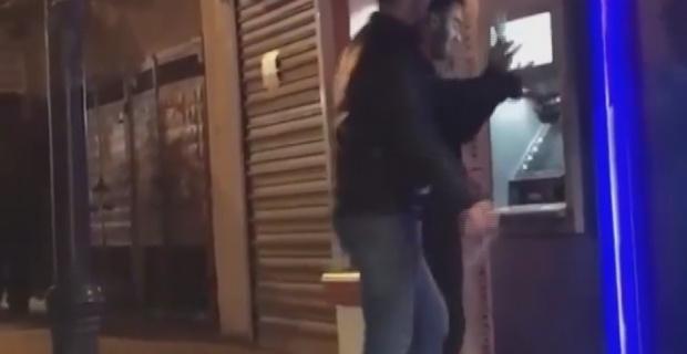 Çaldıkları paraları ATM'ye halay çekerek yüklediler