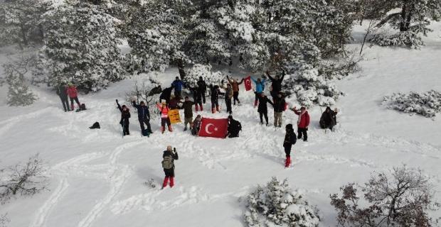 Doğa aktivistleri kar kış dinlemiyor
