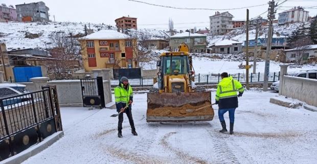 İscehisar'da karla mücadele devam ediyor