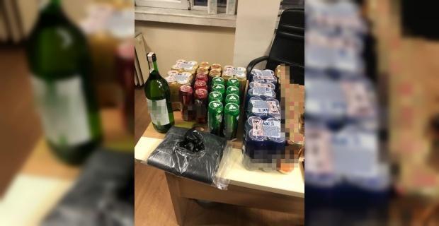 Kısıtlamada içki satarken yakalandılar