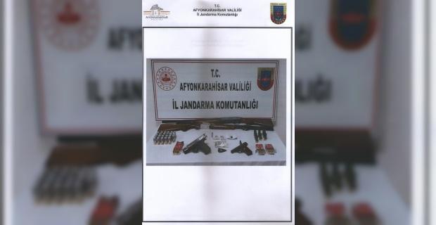 Köyde uyuşturucu satan 2 kişi gözaltına alındı