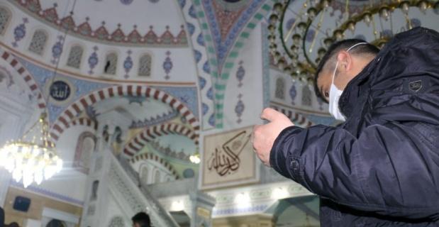 'Regaip Kandili' dualarla idrak edildi