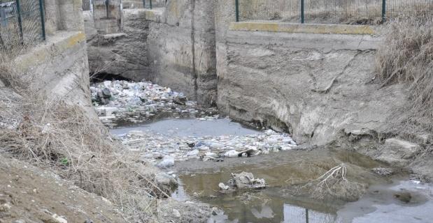 Çöpler yüzeye çıktı