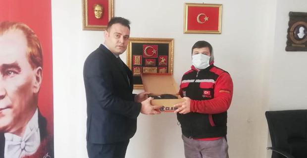TÜSİKON'dan esnafa ayakkabı desteği