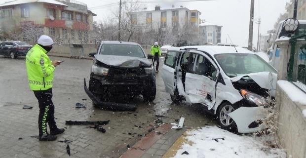 Aşı ekibi kaza yaptı: 4 sağlıkçı yaralandı
