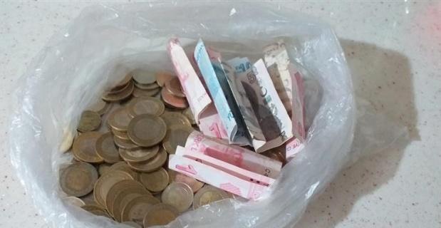 Minik Utku kumbarasındaki paraları bağışladı